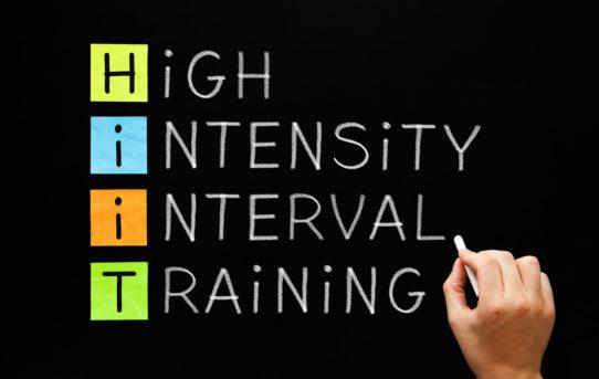 高強度インターバルトレーニング(HIIT)とトライアスロン